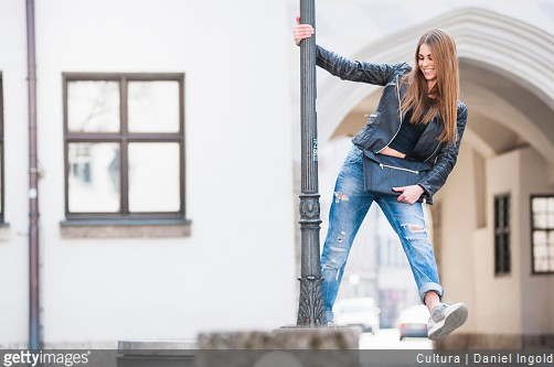 veste-jeans-sneakers