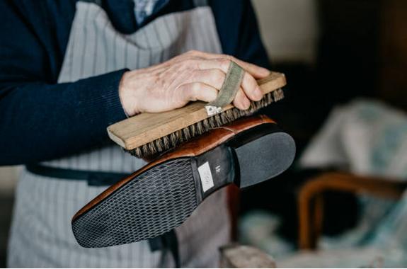 comment entretenir ses chaussures en cuir au quotidien. Black Bedroom Furniture Sets. Home Design Ideas