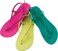 Des sandales en caoutchouc